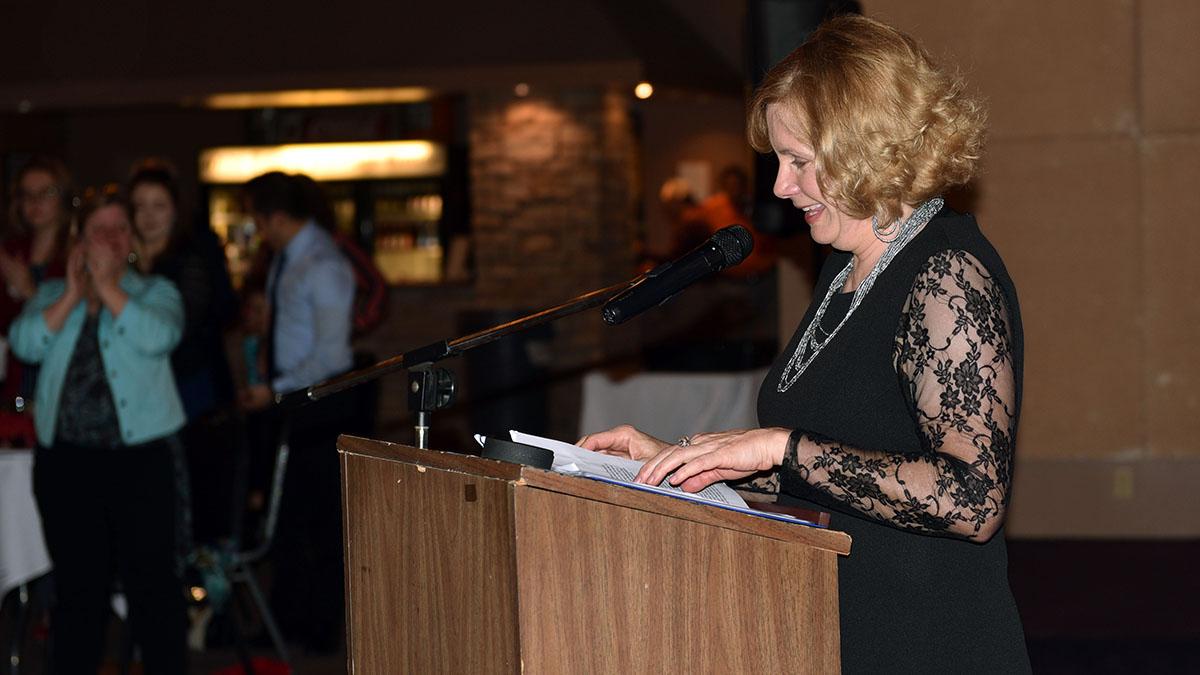 Tracy Harmon accepts the Damon Runyon Award